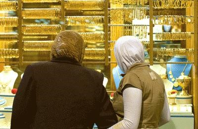 Mother and daughter choosing gold for the Mahr in a traditional gold shop