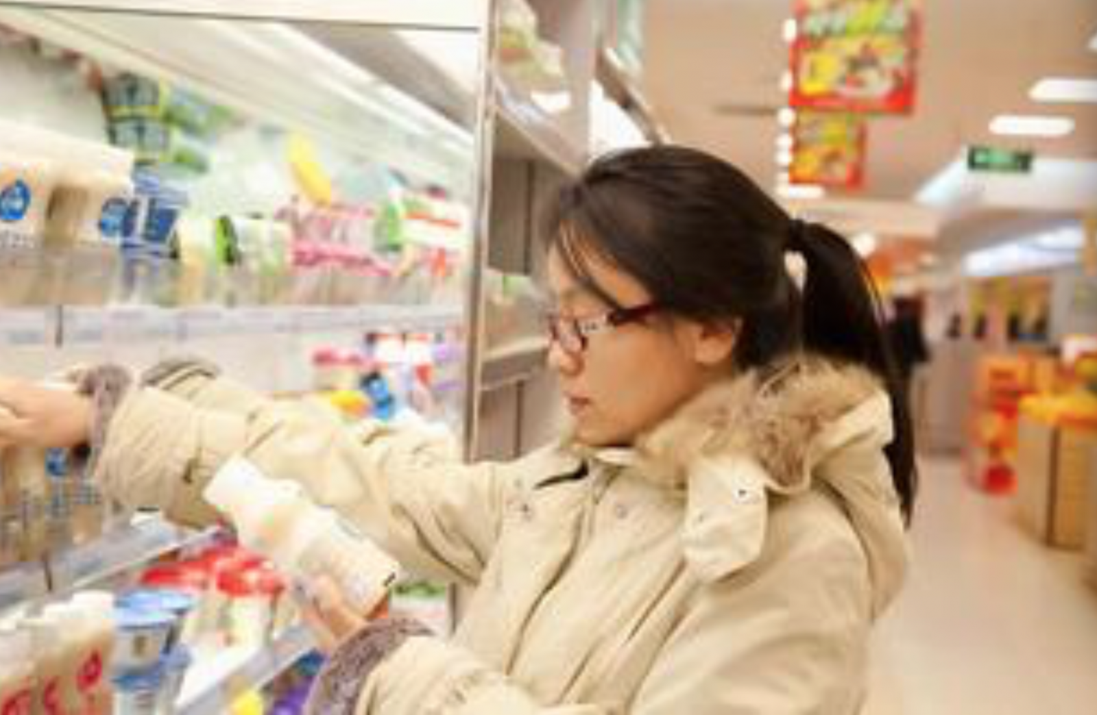 Fig. 3: Women shopping in the supermarket. From: image.baidu.com